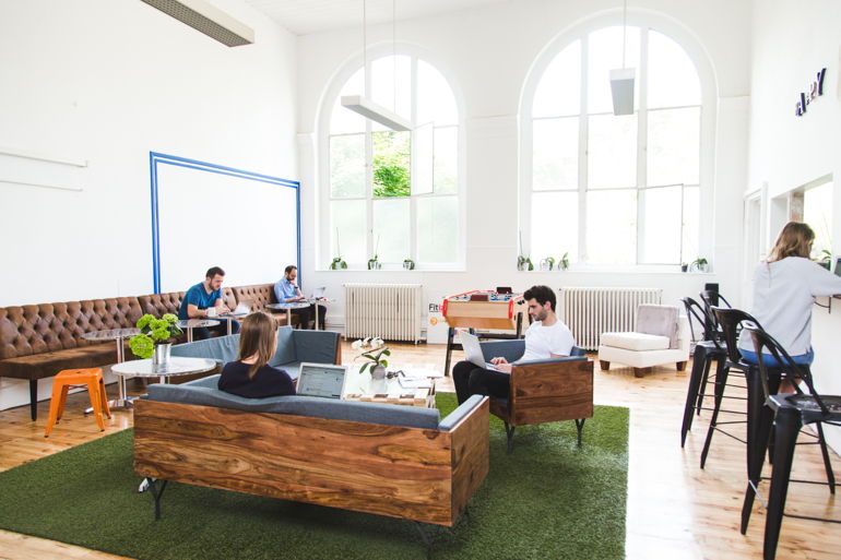 Comment l'intelligence artificielle peut-elle influencer les espaces de coworking?