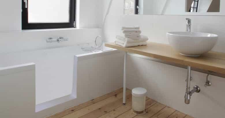 Transformation de baignoire : une baignoire accessible