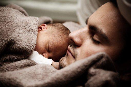 comment masser nouveau né